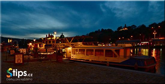 Nocni Praha a vecere na lodi Deluxe