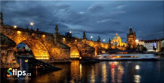 Vecere na lodi Vltava
