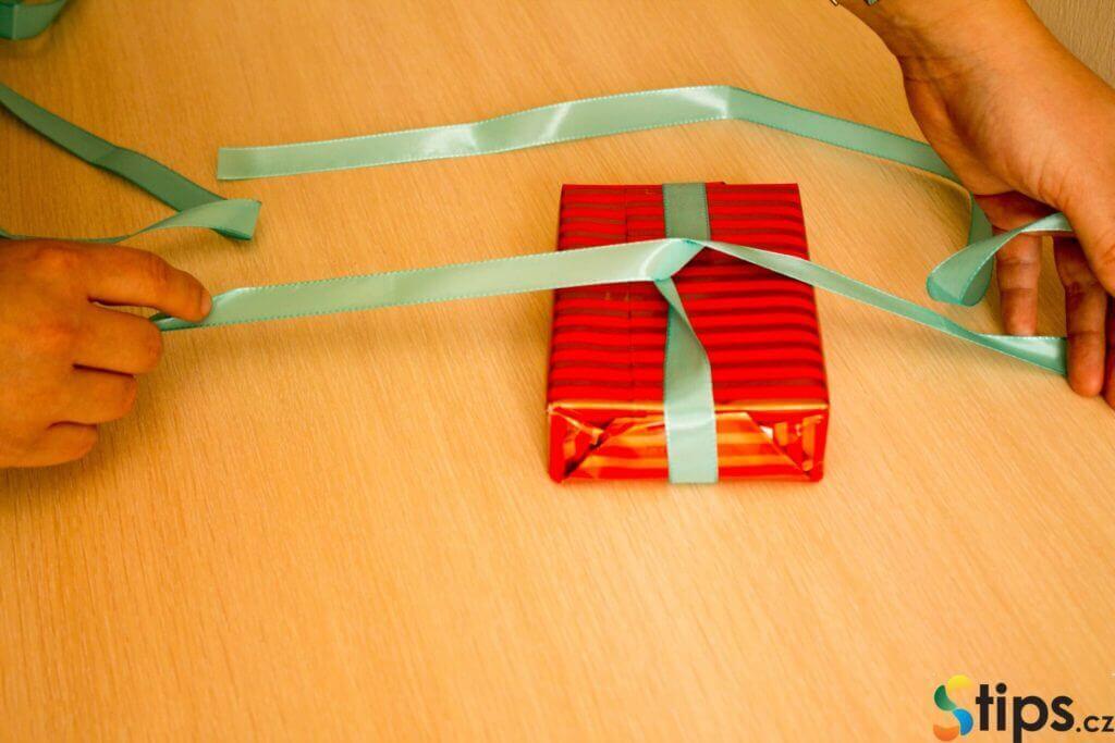 Návod na balení dárků (krok za krokem)